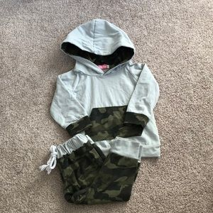 Light grey and grey camo sweatsuit